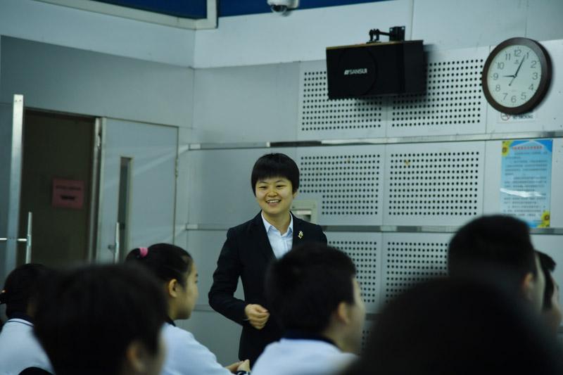 北溟老师执教《土地的誓言》一课.综合运用朗读、批注式阅读、小组